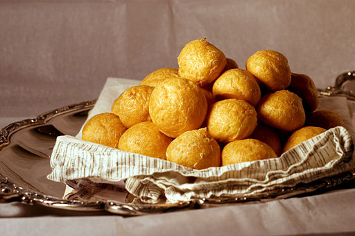 512px-Gruyere_Cheese_Gougeres.jpg